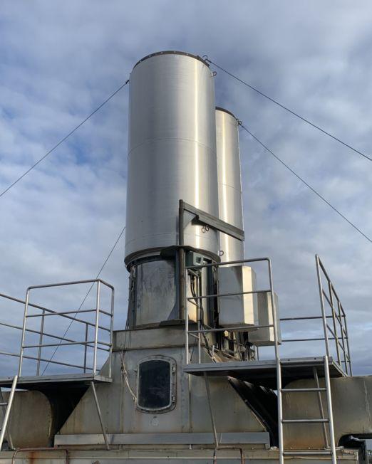 Store støyfeller i aluminium